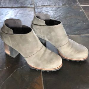 Sorel low on ankle, platform booties